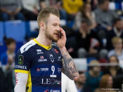 """Volley, Ivan Zaytsev ai saluti: pronto l'addio a Modena. La moglie: """"Impossibile accettare il taglio dello stipendio"""""""
