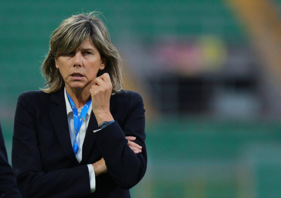 Calcio femminile, una giocatrice positiva (asintomatica) al Covid 19 nel ritiro di Coverciano dell'Italia