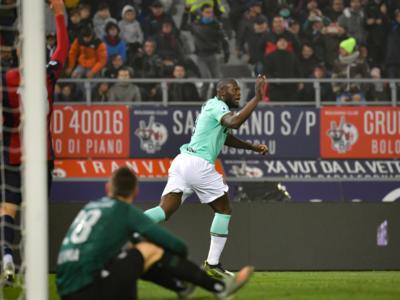 Calcio, Serie A 2019-2020: l'Inter soffre, ma ribalta a Bologna. La doppietta di Lukaku regala la vittoria e la vetta temporanea