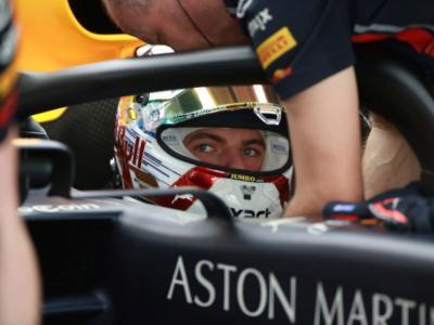 """F1, Max Verstappen: """"Hamilton meno aggressivo perché non ne ha bisogno, avendo la macchina migliore"""""""