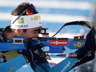 Biathlon, Martin Fourcade si prende il successo nella sprint di Oberhof. Male al poligono Hofer e Windisch