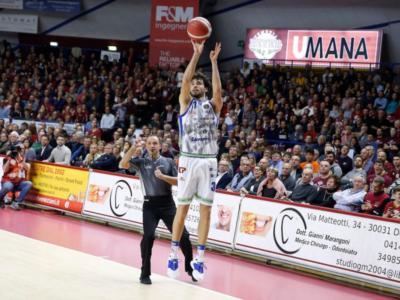 LIVE Dinamo Sassari-Reggio Emilia basket, Serie A in DIRETTA: 100-81, i sardi agganciano il secondo posto in classifica con una gran prova offensiva