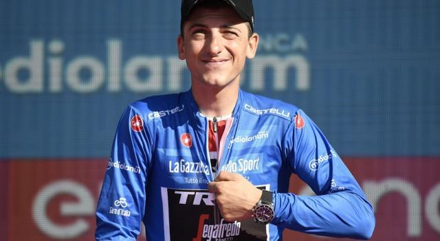 Ciclismo, Giulio Ciccone sul Muretto di Laigueglia: piastrella accanto a Coppi, Merckx e altri grandi