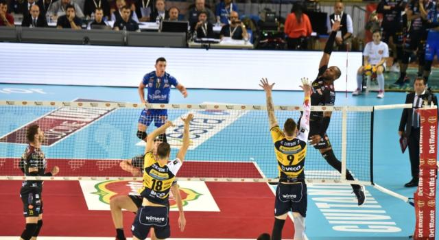 LIVE Civitanova-Trento 3-2, Supercoppa Italiana volley DIRETTA. Civitanova completa la rimonta al Golden set e vola in finale!