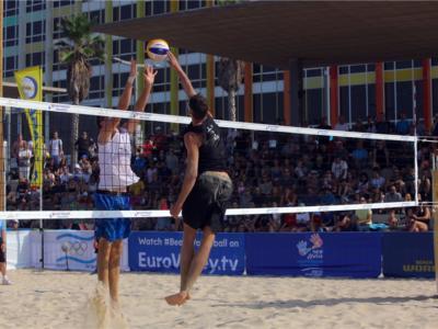 Beach volley, World Tour 2019 Tel Aviv. Windisch/Cottafava sono IN FINALE: battuti statunitensi e russi! Alle 14 per il secondo titolo in carriera