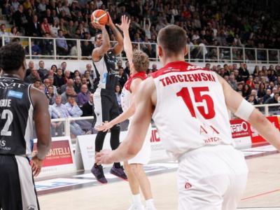 LIVE Olimpia Milano-Trento 81-69, Serie A basket 2020 in DIRETTA: l'Armani vince e si porta a -2 dalla capolista Virtus, cade ancora l'Aquila