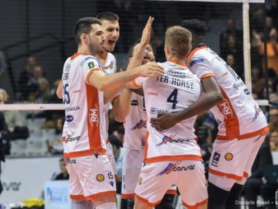 Volley, SuperLega: Ravenna batte al tie-break Vibo Valentia. Vernon Evans trascinatore