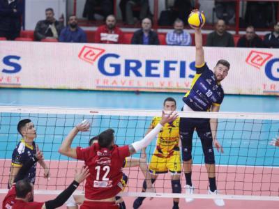 Volley, CEV Cup 2019-2020: Modena batte l'Olympiacos nell'andata dei 16esimi, i Canarini espugnano il Pireo al tie-break