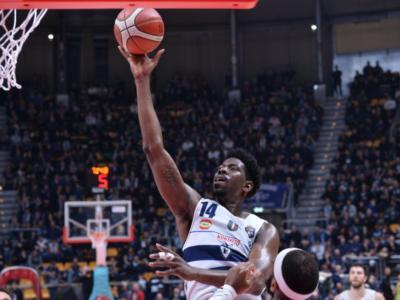Basket: Fortitudo Bologna in semifinale di Coppa Italia 2020 grazie ai 17 punti di Sims, battuta Brescia per 76-73 in volata