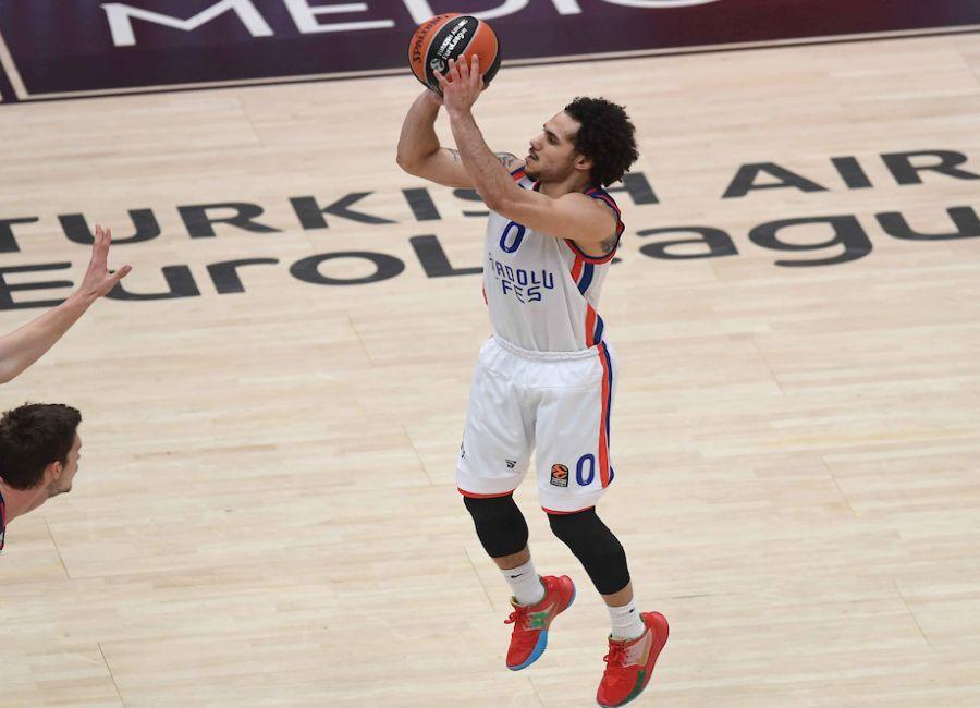 Basket, playoff Eurolega 2021: l'Efes umilia nuovamente il Real Madrid e vede le Final Four