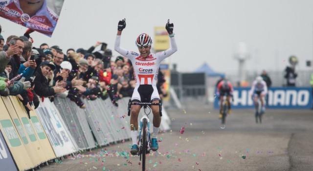 Campionati neerlandesi ciclocross 2020: strepitosa del Carmen Alvarado, stacca tutte e conquista il titolo nazionale più ambito
