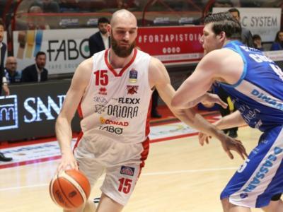 LIVE Pistoia-Dinamo Sassari 70-78, Serie A basket 2020 in DIRETTA: i sardi espugnano il PalaCarrara e mettono la settima vittoria consecutiva!