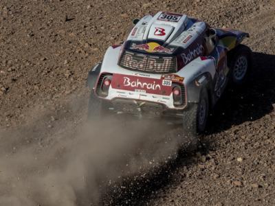 VIDEO Dakar 2020, highlights quinta tappa: Sainz e Price dominanti, tripletta russa nei camion. Alonso brillante settimo