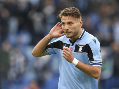Serie A 2020: la Lazio supera 3-2 il Genoa e continua la rincorsa alla Juventus