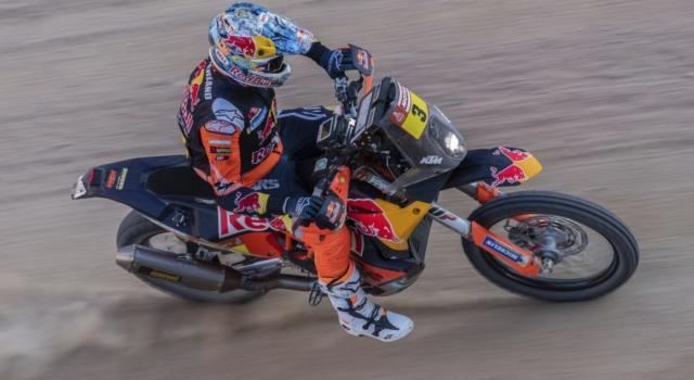 Dakar 2020, risultato quarta tappa moto: Sam Sunderland rimonta e beffa Benavides e Cornejo Florimo