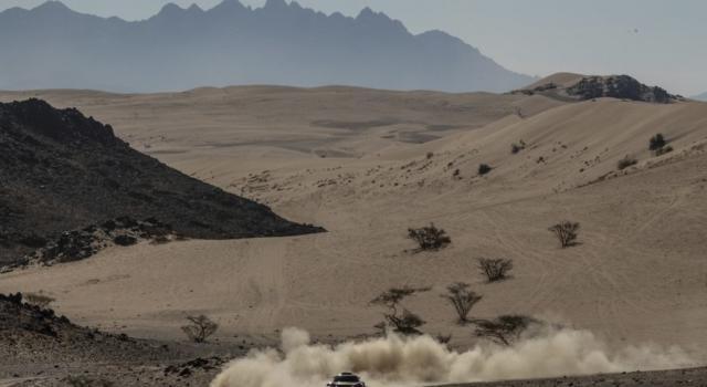 """LIVE Dakar 2020, Terza tappa in DIRETTA: Fernando Alonso chiude 5° e risale. """"Buona giornata, niente contrattempi"""". Colpo doppio per Sainz"""