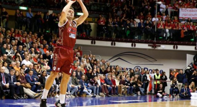 Basket, brutte notizie per la Reyer Venezia: Michael Bramos si ferma per una lesione parziale della fascia plantare