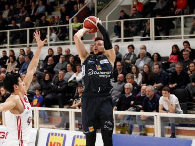 Basket, Serie A 2020: Trento espugna Sassari con un miracolo di Gentile, la Virtus allunga in vetta