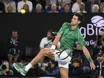 Tennis, Novak Djokovic torna numero 1 al mondo! Il serbo vince gli Australian Open e scavalca Nadal