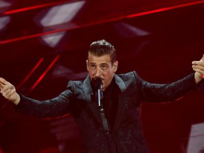 """VIDEO Francesco Gabbani Sanremo 2020, l'esibizione in finale con """"Viceversa"""""""