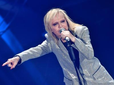 """VIDEO Rita Pavone Sanremo 2020, l'esibizione in finale con """"Niente (Resilienza 74)"""""""