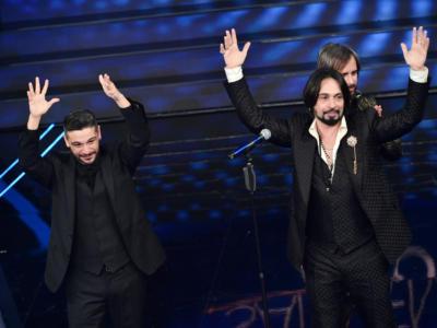 """VIDEO Le Vibrazioni Sanremo 2020, l'esibizione in finale con """"Dov'è"""""""