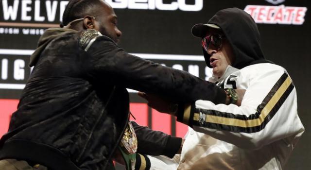 Wilder-Fury, la cerimonia del peso: Bronze Bomber si spinge a 105 kg, Gypsy King replica con un imponente 124 kg