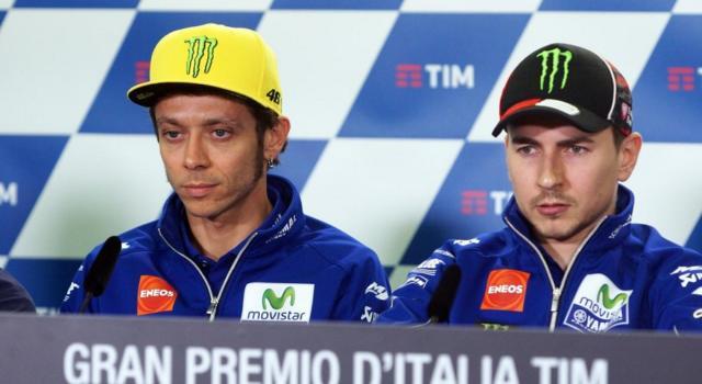 VIDEO Valentino Rossi e Jorge Lorenzo, insieme alla presentazione della Yamaha 2020: da domani i Test a Sepang