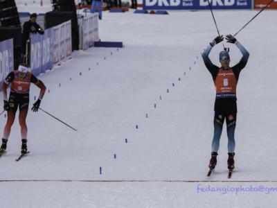 Biathlon, Emilien Jacquelin si prende l'oro nell'inseguimento dei Mondiali 2020. Johannes Boe beffato in volata, Fourcade fuori dal podio
