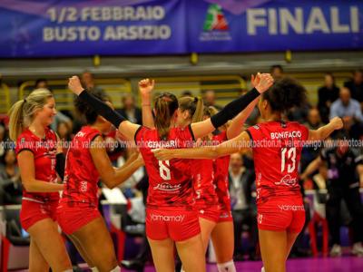 Volley, Coppa Italia femminile 2020, semifinale. Busto Arsizio vince il derby con Monza (3-0) e raggiunge Conegliano in finale