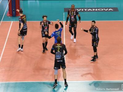 Volley, SuperLega 2020: 23ma giornata. Civitanova batte Trento, +1 su Modena e +2 su Perugia. Milano fermata dal test per la febbre