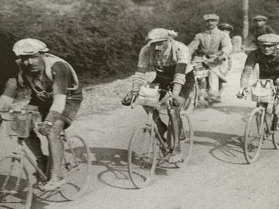 Giro d'Italia 1912: la prima ed unica edizione riservata alle squadre. Il successo dell'Atala davanti alla Peugeot