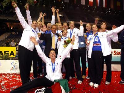 L'Italia è grande: la Nazionale femminile campione del mondo di volley nel 2002. Togut il totem di una squadra gloriosa