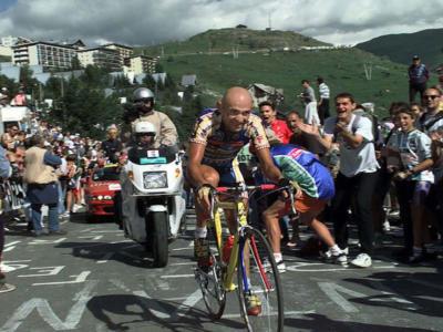 Tour de France 1997: Marco Pantani doma l'Alpe d'Huez. Il Pirata scatta a ripetizione e demolisce Ulrich e Virenque