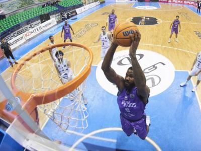 """Basket: Burgos-Sassari, botta e risposta Peñarroya-sardi. Il coach: """"Teatrino triste"""". Dinamo: """"Non capiscono la gravità della situazione"""""""
