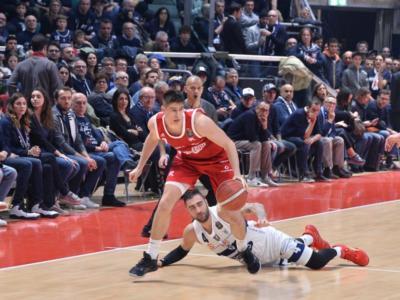 Basket: Reggio Emilia raggiunge l'accordo per ridurre gli stipendi. Mercato in fermento in Serie A