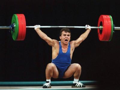 Olimpiadi. L'eroe turco che cambiò nazione e nome pur di sollevare il mondo: Naim Suleymanoglu e i tre ori olimpici nei Pesi