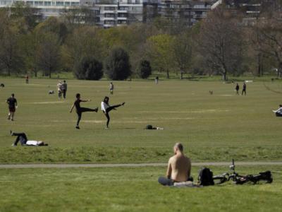 Parchi e giardini pubblici verranno riaperti. Obbligo di ingressi contingentati: chiusura se norme non rispettate