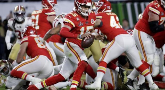 NFL 2021, il Superbowl sarà tra Tampa Bay Buccaneers e Kansas City Chiefs, Tom Brady contro Patrick Mahomes!