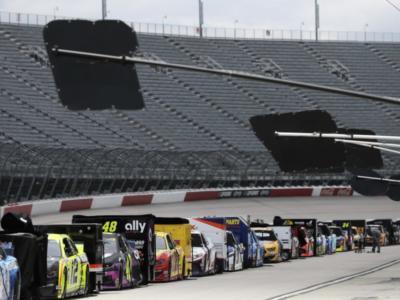 NASCAR Cup Series, la pioggia ritarda la 500km di Charlotte. Si corre domani!