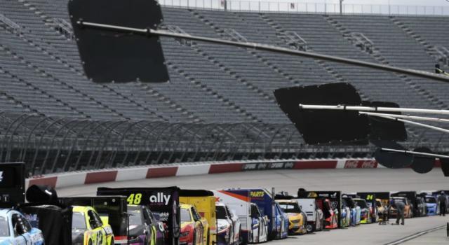 NASCAR, la pioggia rinvia tutto dopo 42 giri. Appuntamento questa sera alle 22.00