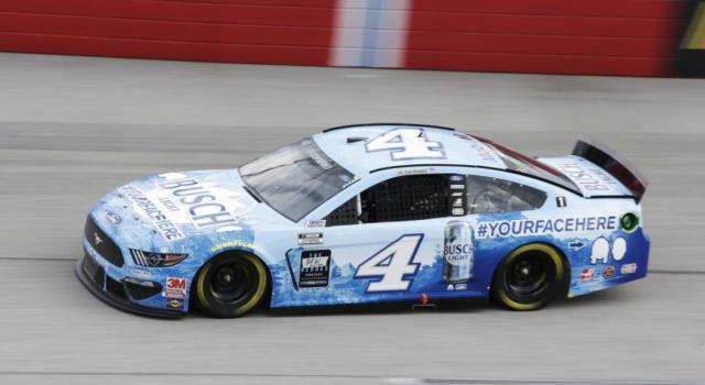 NASCAR Cup Series, Kevin Harvick vince per la prima volta in carriera a Pocono!