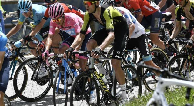 Montepremi Giro d'Italia 2020: quanti soldi guadagnano i ciclisti? Cifre di lusso per la maglia rosa! Il prize money completo