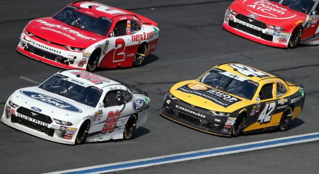NASCAR Xfinity Series, Darlington: Chase Briscoe vince la seconda gara in stagione dopo una splendida lotta con Kyle Busch!