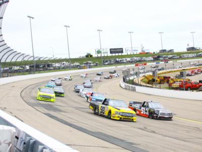 NASCAR Truck Series, Chase Elliott beffa Kyle Busch a Charlotte