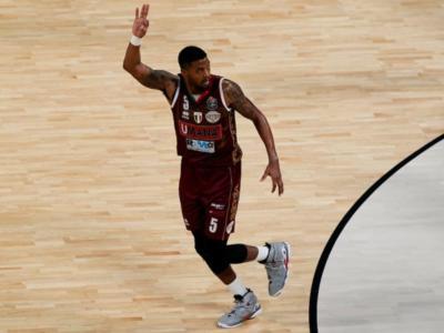 Basket: Varese, arriva Strautins. Stone rimane alla Reyer Venezia, che rilascia quattro uomini. La Torre rinnova con Cantù