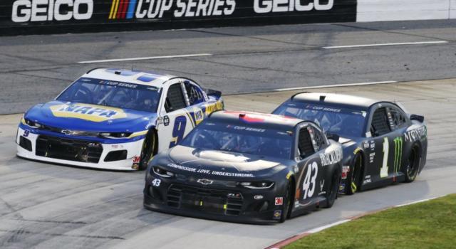 LIVE NASCAR 2020, Dixie Vodka 400 in DIRETTA: Denny Hamlin trionfa a Miami in una corsa infinita!