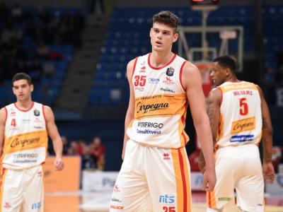 """Basket, Pesaro resta in Serie A. Ario Costa: """"È un salto nel buio, ma rimaniamo"""""""