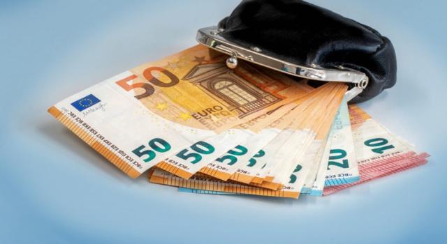 Bonus 1000 euro lavoratori autonomi: domanda non ancora disponibile. Requisiti e chi ne ha diritto