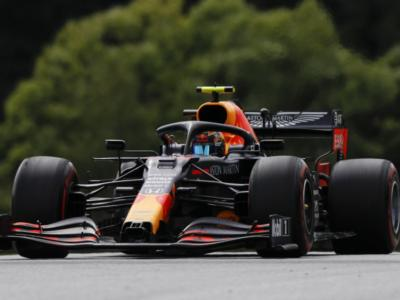 F1, Albon torna a girare con la Red Bull nei Test Pirelli a Barcellona. Oggi tocca a Kvyat con Alpine